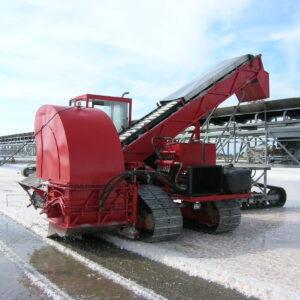 Salt harvester, salt harvesting machine
